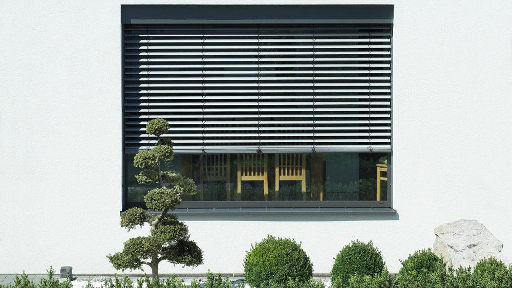 modul raffstoren modulo xp modul fassaden raffstoren und textilscreens raffstoren. Black Bedroom Furniture Sets. Home Design Ideas